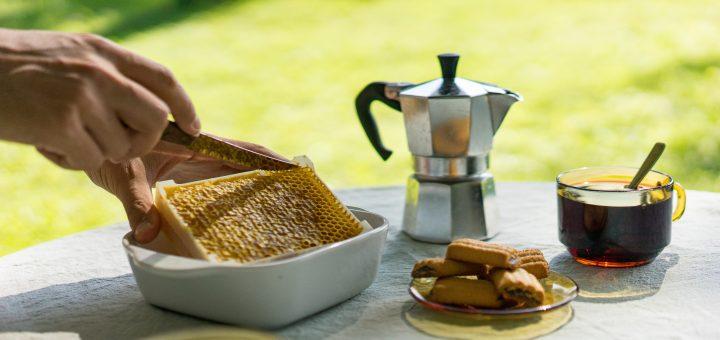 Honning er sund, når det er lavet godt. Derfor vil jeg i dag sætte fokus på en bestemt virksomhed. Læs med om rå honning i dag.